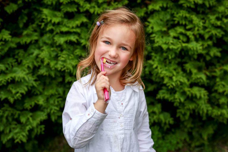 Leczenie zachowawcze zębów mlecznych i stałych